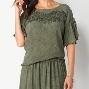 NWOT Embroidered Flutter Sleeves Petite Top